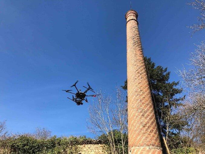 le-drone-dans-la-cheminee-industrielle_chemineeo