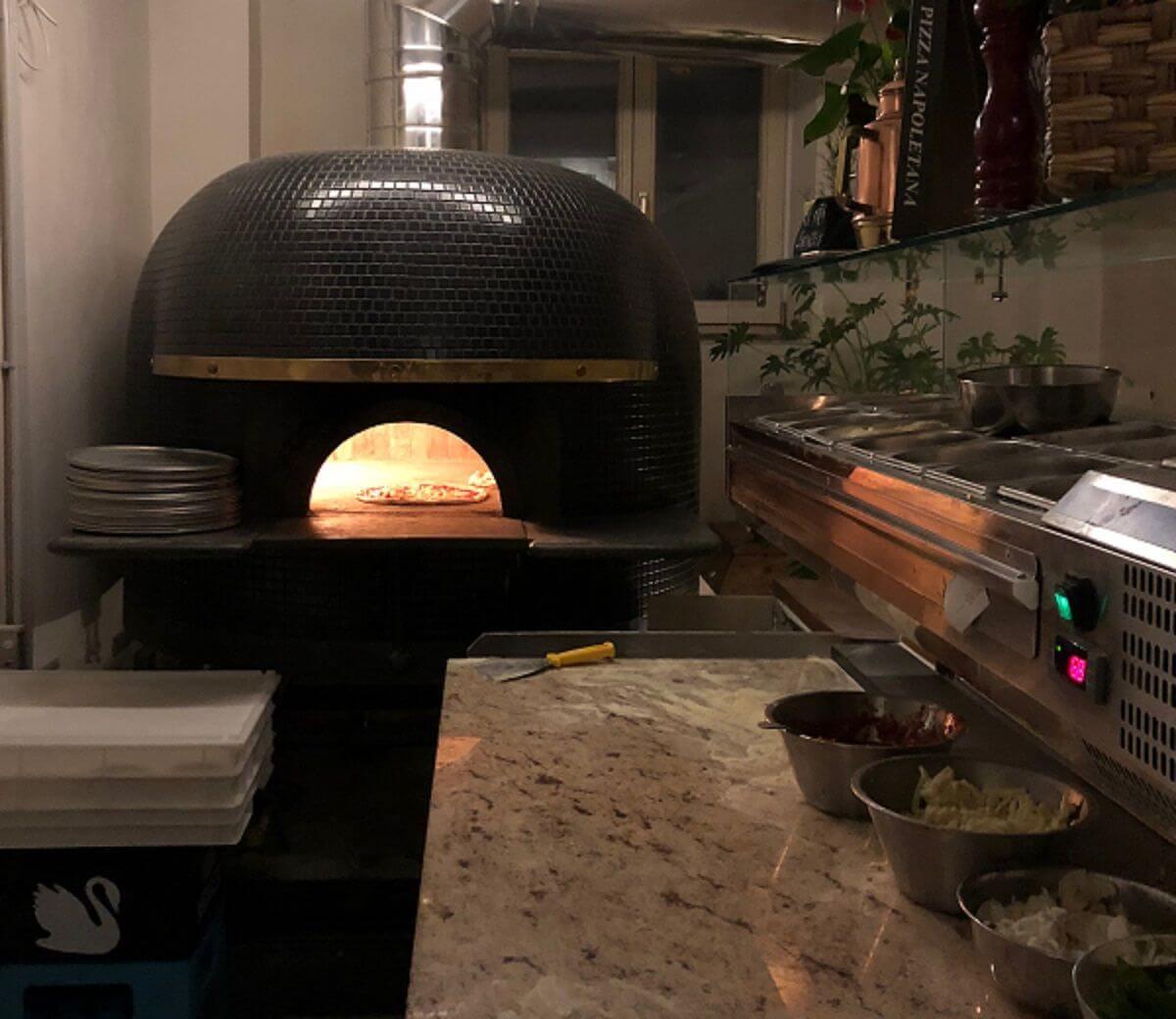 Four À Pizza Extérieur un four à bois à pizza | chemineeo